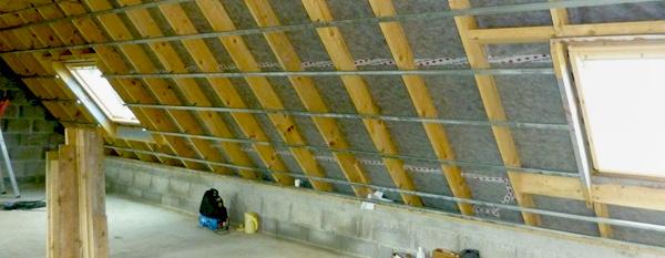 Isolation : La menuiserie SOULARD votre spécialiste en travaux d'isolation phonique et thermique : isolation toiture, combles et murs en laine de verre.